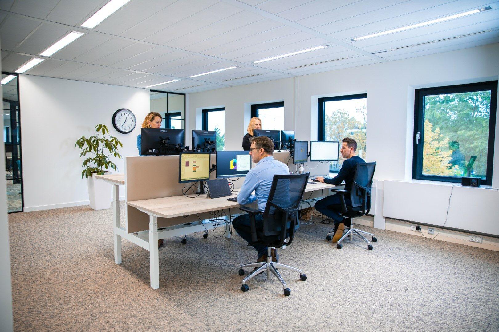 samenwerken op kantoor NMG VvE Beheer